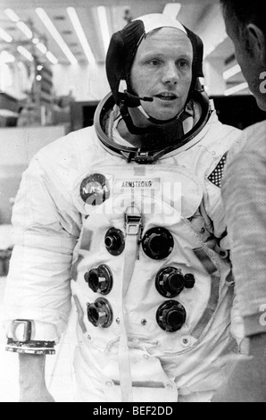 NEAL astronaute ARMSTRONG dans une combinaison spatiale au cours de la formation pour la mission Apollo 11 de la Photo Stock