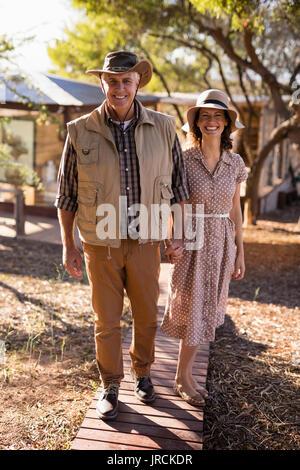 Senior couple holding hands Photo Stock