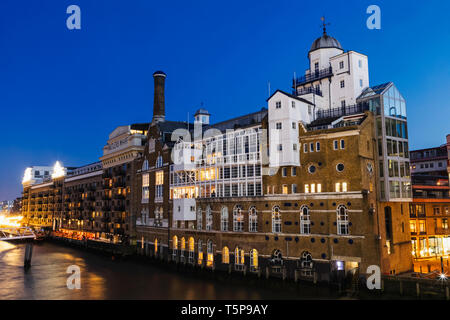 L'Angleterre, Londres, Southwark, Shad Thames, Quai Butlers Riverside Apartments Photo Stock