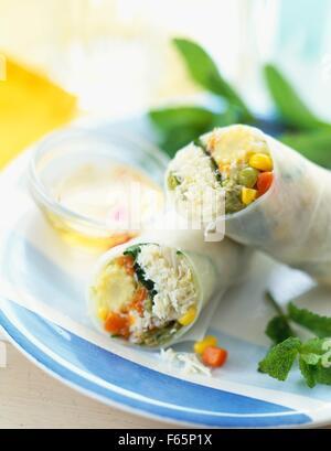Rouleau de printemps au crabe et légumes mixtes Photo Stock