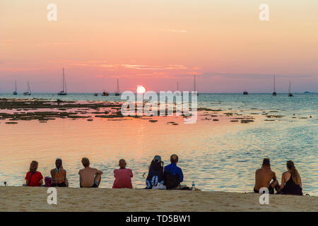 Coucher du soleil à Ko Lipe, au Parc National marin de Tarutao, Thaïlande, Asie du Sud, Asie Photo Stock
