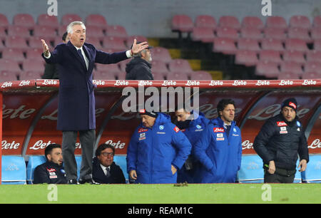 Stadio San Paolo, Naples, Italie. 20 Jan, 2019. Football Serie A, Naples et le Latium ; Carlo Ancelotti de Naples demande que le regeree pour une décision d'Action Crédit : Plus Sport/Alamy Live News Photo Stock