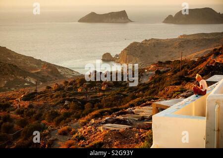Coucher du soleil sur l'île de Milos, Grèce Photo Stock