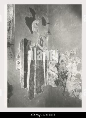 Marches Ancona Fabriano S. Agostino, c'est mon l'Italie, l'Italie Pays de l'histoire visuelle, l'architecture médiévale commencé début 13ème siècle restauré en 1768, 1938, et récemment. Portail sculpté extérieur début 14e siècle et des traces de voûtes ogivales fresques du 14ème siècle restaurée 1933 Fabriano-Riminese school fresques de style gothique tardif. Post-médiévale de la fin du baroque richement décorée de fresques du xive siècle nef du Fabriano-Riminese 1933 restauré de l'école fonctionne en stuc sur toile par la Cades église du 18ème siècle était autrefois connu sous le nom de S. Maria Nova Photo Stock