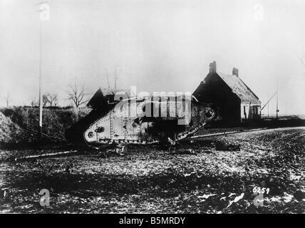 9 1917 1120 A2 E 15 novembre 1917 réservoir anglais détruit la seconde guerre mondiale, Front de l'Ouest Photo Stock