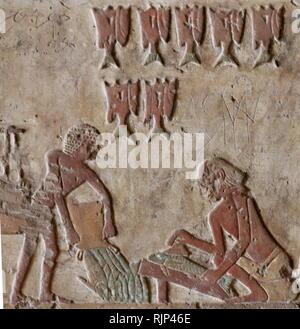 Une photographie prise à l'intérieur de la tombe de Renni, le surveillant des 'Les prêtres de Nekhbet' à l'époque d'Amenhotep I à Elkab, situé à 90 km au sud de Thèbes. Amenhotep I était le deuxième Pharaon de la xviiième dynastie de l'Égypte. Son règne est généralement daté de 1526 à 1506 BC. Photo Stock