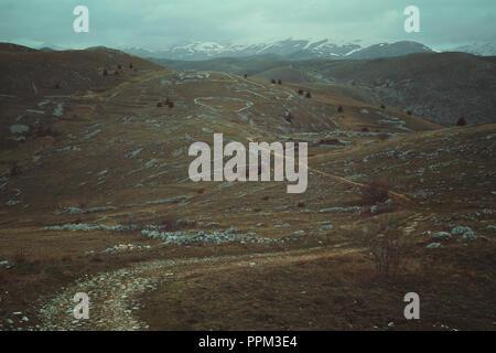Sentiers de montagnes désolées. Abruzzo, Italie Photo Stock
