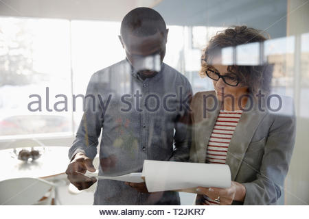 Les gens d'affaires in office Photo Stock