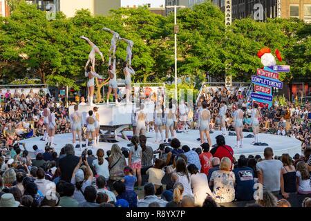 Canada, Province de Québec, Montréal, Place Emilie-Gamelin, Jardins Gamelin, Montréal Complètement Cirque, Festival de cirque International Arts Festival Photo Stock