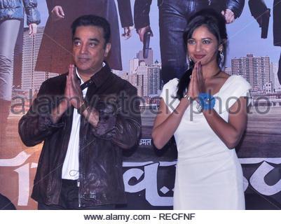 Les acteurs de Bollywood Kamal Hassan et Pooja Kumar au cours de la conférence de presse pour présenter la première de film à venir en Vishwaroopam Videocon d2h sur PPV (Pay Per View) à Mumbai, Inde, 04 janvier 2013. Le film, sera diffusé le 10 janvier et sera chargé à rs 1000 par vue en langue tamoule et RS 500 pour le télougou et hindi. Deven (cont) Photo Stock