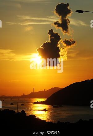 Quelle vue du pont à Hong Kong sur le chemin de l'aéroport, ❤️ Photo Stock
