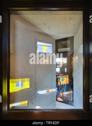 Vue de la fenêtre Résumé bar intérieur. Pálás Cinéma, Galway, Irlande. Architecte: dePaor, 2017. Photo Stock