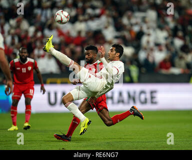 Abu Dhabi, EAU. 20 Jan, 2019. Zayed Sports City Stadium, Abu Dhabi, Émirats arabes unis ; déroulées d football, série de 16, l'Iran et l'Oman ; Morteza Pouraliganji d'Iran l'effacement du ballon avec un overhead kick Credit : Action Plus Sport Images/Alamy Live News Photo Stock