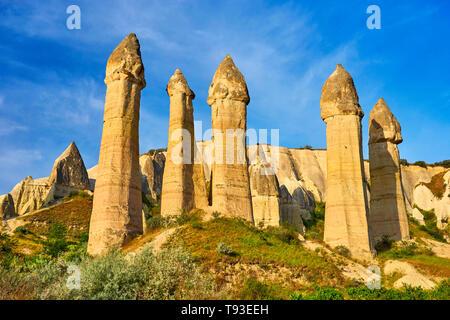 Cheminées de fées rock formation à la vallée de l'amour, la Cappadoce, Uchisar, Turquie Photo Stock