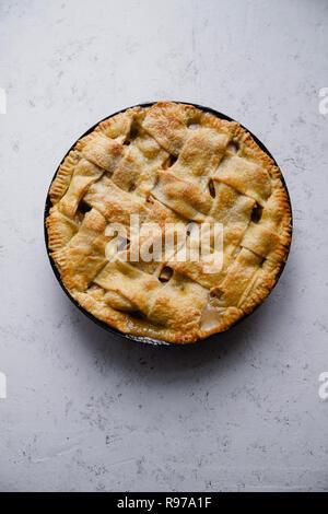 Tarte aux pommes avec décoration en treillis Photo Stock