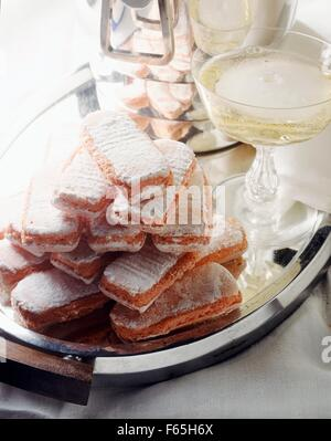 Biscuits roses et champagne Photo Stock
