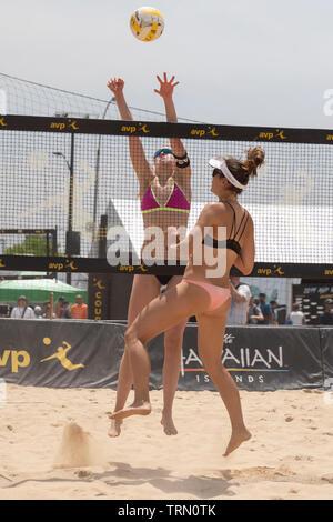 Sara Hughes/Été en compétition contre Ross Taylor/Nyquist Paranagua conservateur dans le 2019 New York City Open beach-volley Photo Stock