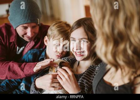 Happy Family portrait de cobaye pour enfants Photo Stock