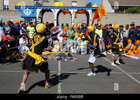 Hola Road, arts martiaux au cours de la nouvelle année Sikh, à Bobigny, France, Europe Photo Stock