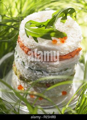 Le homard, langouste et de guacamole crème canapé sandwich (sujet: été collations) Photo Stock