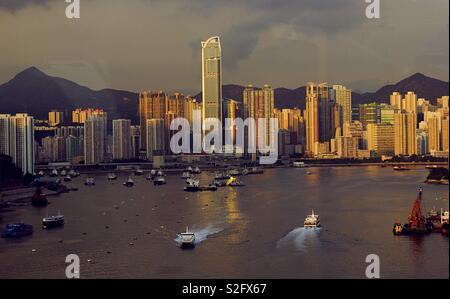 Paysage de la plus unique de Hong Kong . Coucher de soleil sur le pont. Ville étonnante Photo Stock
