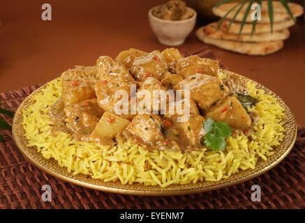 Poulet au curry avec riz polynésien Photo Stock