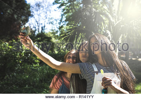 Trois smiling young woman taking a selfies Photo Stock