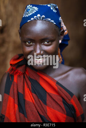 Portrait de femme tribu Dizzi, vallée de l'Omo, Kibish, Ethiopie Photo Stock