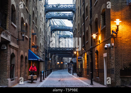 L'Angleterre, Londres, Southwark, Butlers Wharf, Shad Thames Street Photo Stock