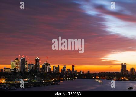 L'Angleterre, Londres, Dawn sur Docklands et Tamise Photo Stock
