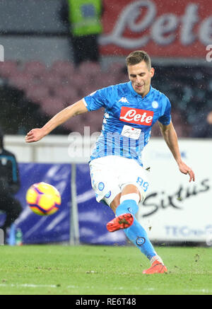 Stadio San Paolo, Naples, Italie. 20 Jan, 2019. Football Serie A, Naples et le Latium ; Arkadiusz Milik coups de Napoli et marque son but pour 2-0 à la 37ème minute : Action Crédit Plus Sport/Alamy Live News Photo Stock