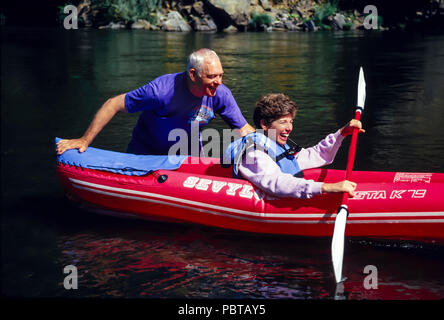 Senior Couple River Rafting dans l'Oregon M. © Myrleen Pearson .....Ferguson Cate Photo Stock