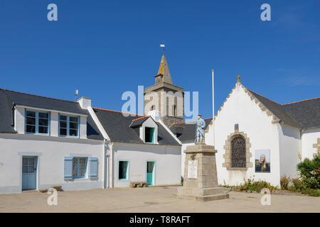 France, Morbihan, Houat, le village et l'église paroissiale de Saint-Gildas Photo Stock