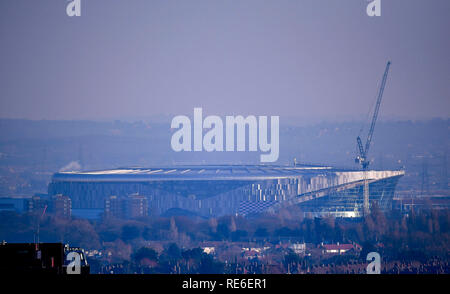 Londres, Royaume-Uni. 20thJanuary, 2019 Tottenham, London, UK. Le nouveau Premier League Tottenham Hotspur stadium, en voie d'achèvement après de nombreux retards de construction, du point de vue de l'Alexandra Palace skyline Crédit : Action Plus de Sports/Alamy Live News Photo Stock