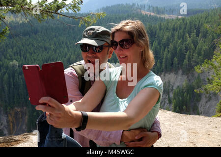 Maison de vacances dans les Rocheuses canadiennes, de la Colombie-Britannique, de profiter de la vue.Le modèle Photo Stock