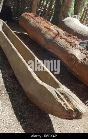 Pirogue fait en brûlant un log, Qualla Réservation Cherokee, Caroline du Nord. Photographie numérique Photo Stock