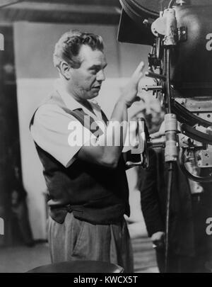 Desi Arnaz pour une caméra comme producteur exécutif de I Love Lucy séries TV à partir de 1952 Photo Stock
