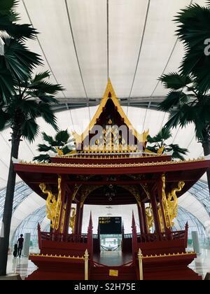 Temple chinois à l'aéroport de Bangkok. Le Nouvel An chinois 🐷 Photo Stock