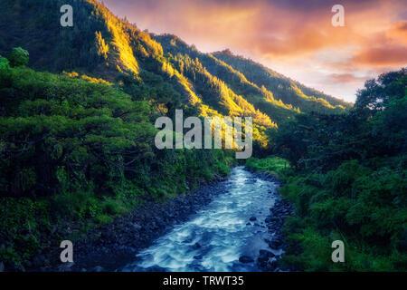L'iao flux avec la première lumière du jour. Mauai, New York Photo Stock