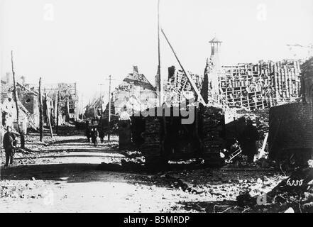 9 1917 1120 A2 10 e Rue de Cambrai 1917 Première Guerre Mondiale 1914 18 Bataille de réservoir avant de Photo Stock