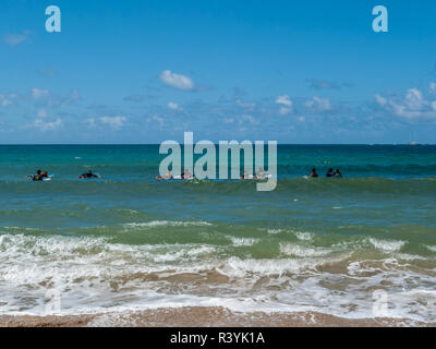 La baie de Hanalei, Kauai, Hawaii, plage, groupe surf Photo Stock