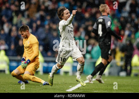 Santiago Bernabeu, Madrid, Espagne. 19 Jan, 2019. La Liga football, Real Madrid et Séville, Luka Modric (Real Madrid) célèbre son but qui a 2-0 : Action Crédit Plus Sport/Alamy Live News Photo Stock