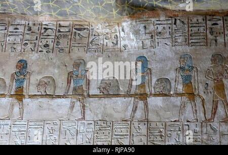 Une photographie prise à l'intérieur tombe KV8, situé dans la Vallée des Rois, utilisé pour l'enterrement du pharaon Merenptah de l'Égypte ancienne dynastie du dix-neuvième. Merneftah ou Merenptah (règne de juillet ou août 1213 BC - 2 mai, 1203) était le quatrième chef de la 19e dynastie égyptienne. Photo Stock