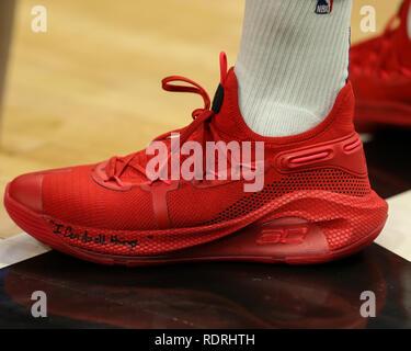 Los Angeles, CA, USA. 18 janvier, 2019. Golden State Warriors guard Stephen Curry #30 chaussures avant les Golden State Warriors vs Los Angeles Clippers au Staples Center le 18 janvier 2019. (Photo par Jevone Moore) Credit: csm/Alamy Live News Photo Stock