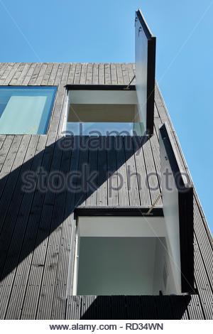 Fenêtres ouvertes la maison en contrebas. Maison engloutie - Windows, Londres, Royaume-Uni. Architecte: Adjaye Associates , 2019. Photo Stock