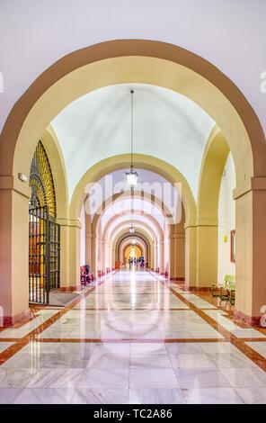 Corridor, Université de Séville (ancienne fabrique de tabac Royal, 18e siècle). Photo Stock
