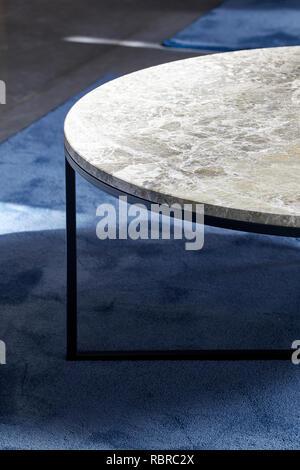 Détail de la table dans le salon. 8 Bloomsbury, Londres, Royaume-Uni. Architecte: Buckley Gray Yeoman, 2017. Photo Stock