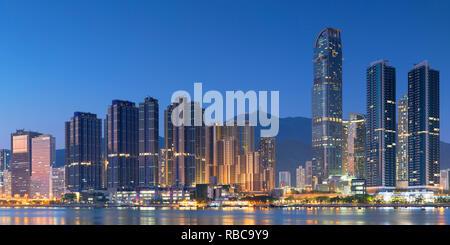Skyline de Tsuen Wan avec Nina Tower, Tsuen Wan, Hong Kong, Chine Photo Stock