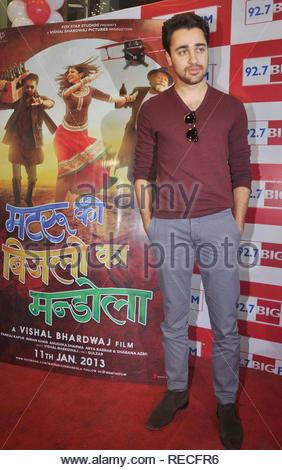 Bollywood acteur Imran Khan pose à 92,7 Big FM au cours de la promotion de son prochain film Matru Ki Bijlee Ka Mandola à Mumbai, Inde, 05 janvier 2013. Deven (cont) Photo Stock