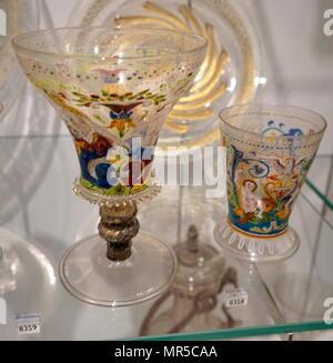 Photographie d'un 16e siècle peint allemand bécher en verre. En date du 16e siècle Photo Stock